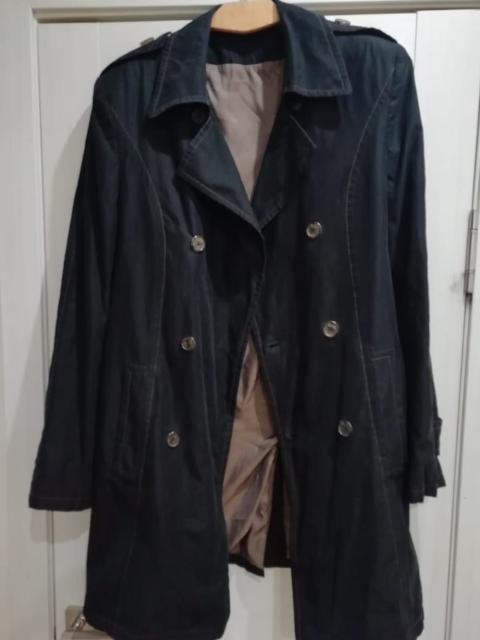 Продам плащ мужской 48 размер. Очень качественный, стильный, черного цвета, фото не передает цвет.  приятный материал. брал за 8000 тыс.