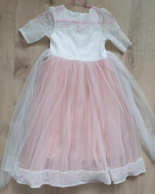Продаю платье нарядное, б/у в отличном состоянии, на возраст от 5 лет. Все вопросы по ватсап