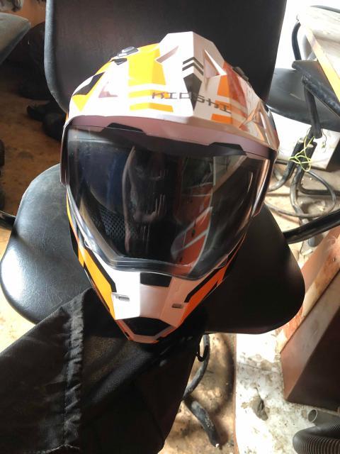 Продам шлем почти новый одевал пару раз размер s 55-56