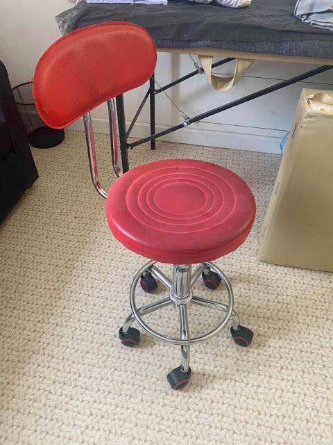 Продаю стул