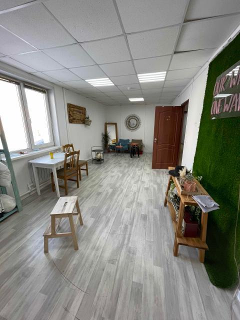 Сдам помещение в центре города напротив ТРК, 30 кв.м, вход 24/7, в здании над гаражами, любой бизнес кроме АО  Ватсап