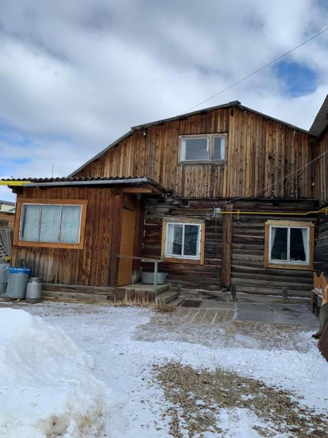 Дом частный в собственности 40,3 кв.м., деревянный 1992 г.п., участок 6 соток не затопляемый, ровный. Газовое отопление. Без долгов и обременений.