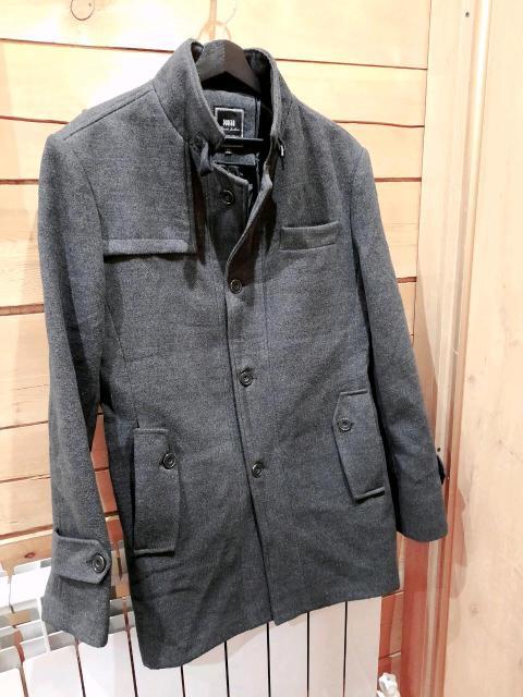 Продаю пальто НОВОЕ, одевали 1 раз пару часов на выход, размер 52 цена 999р