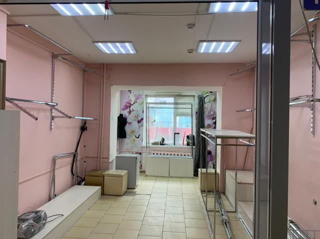 """Продается офисное помещение в ТЦ """"Маяк"""", в районе рынка """"Манньыаттаах"""", на 1 этаже."""