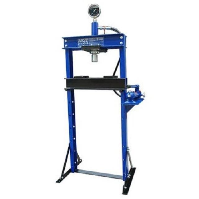 Пресс гидравлический 12т Усилие 12 т. Ход штока 135 мм. Размер детали 0-858 мм. Вес 74 кг. Габариты 1320х220х210