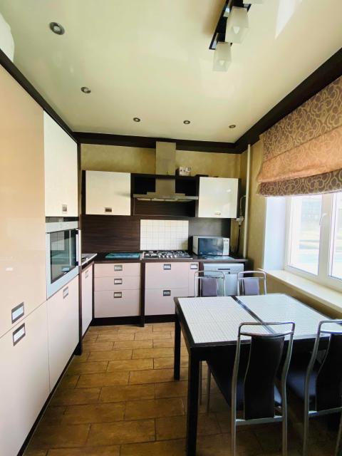 ЭКСКЛЮЗИВ Продается шикарная 3-комнатная квартира в районе Муус Хайа  📌 86 м, спальня, детская , гостиная , гардеробная, много мест для хранения , балкон 6 м, окна на 2 стороны, чистый ухоженный подъезд 📌 Идеальный 2/9этаж , дом 2011 г, отличная инфраструктура 📌 Консьерж  📌 Дорогой ремонт, итальянская мебель, качественная немецкая сантехника, фильтры воды в ванной и кухне , кондиционеры и очистители воздуха, датчики от протечки воды ,  сигнализация, теплые полы   Цена: 9500