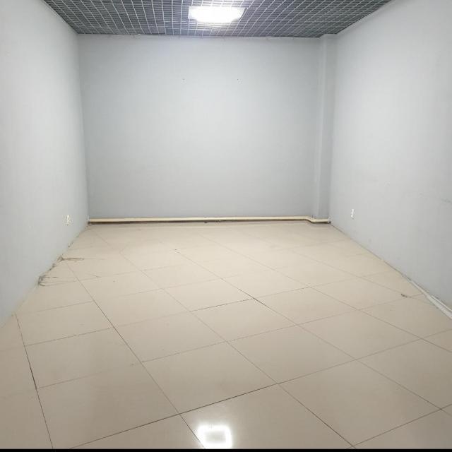 Продаю Торгово-офисное помещение в ТЦ Созвездие (район Строительного рынка), 2 этаж, 23 кв.м., круглосуточный доступ, охрана, видеонаблюдение в ТЦ. На верхнем этаже гостиница. Один собственник, документы готовы к продаже.