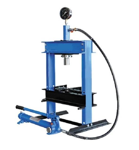 Пресс гидравлический 10 т настольный Усилие 10 т. Ход штока 135 мм. Размер детали 0-358 мм. Вес 55 кг. Габариты 750х220х210