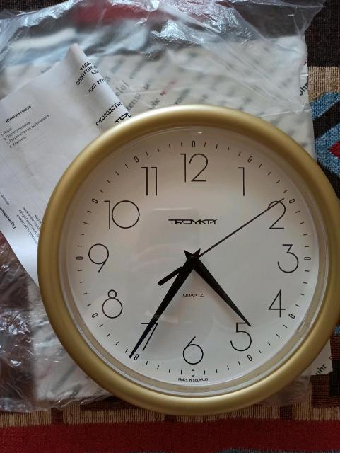 Продаю новые настенные часы в коробке. Батарейка в комплект.