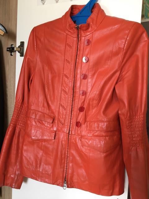 Продаю кожаную куртку б/у в хорошем состоянии, размерS