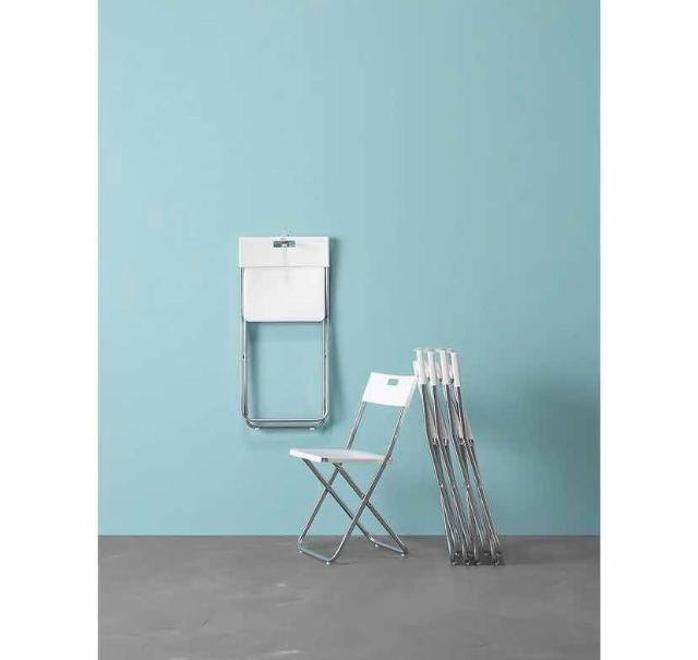 Стульчик ГУНДЕ 👏🏻   Этот стул заслуживает особого внимания. Он складной и безопасный. Достаточно прочный, чтобы выдержать 100 кг, но при этом легкий. Не хватает места? Просто повесьте его на стену. Стильный и качественный предмет интерьера 🪑   Не вредит напольному покрытию.   Цена 949 💡💡💡