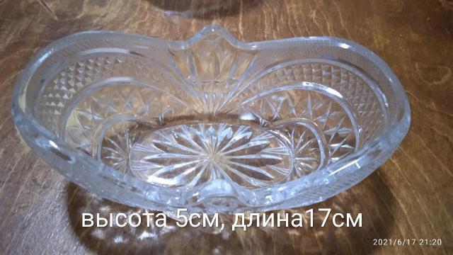 Продаю хрустальные вазы, по 250 за шт, самовывоз, с района Ёлочка.