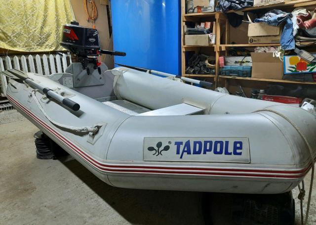 Продаю ПВХ лодку с килем 2,5 метра, пол алюминий с мотором Тохатсу 5л.с. в подарок жилет.