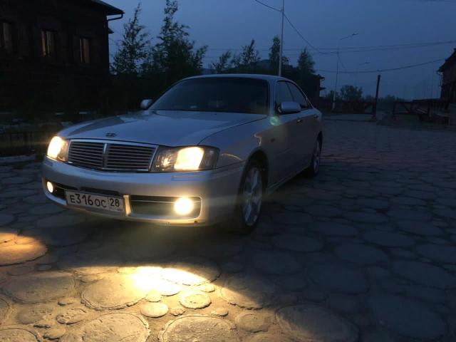 Nissan Gloria 2001