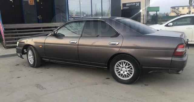 Nissan Laurel 2000