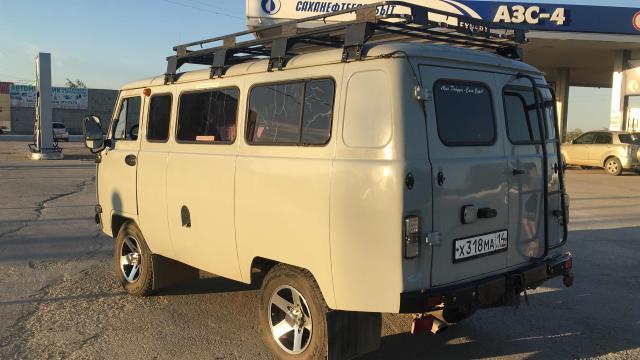 Продаю Уаз микроавтобус в хтс,багажник птс вписан,люк,колёса новые,один хозяин торг
