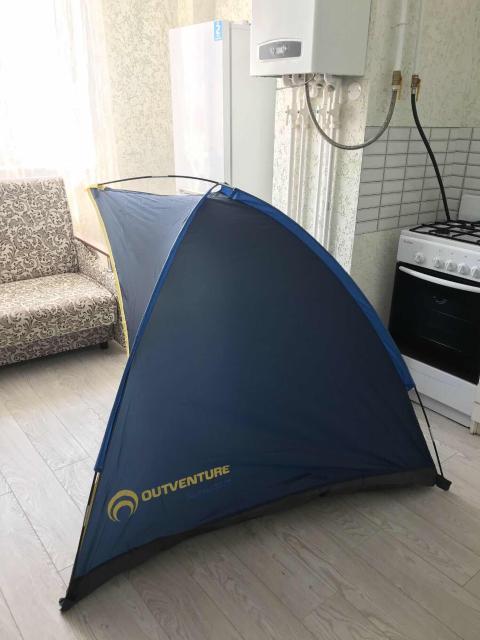 Продаю новый легкий пляжный тент для защиты от солнца, ставили всего лишь пару раз. Простая сборка и легкий вес меньше 1 кг, размер в сложенном виде в чехле 38/9/9 см.