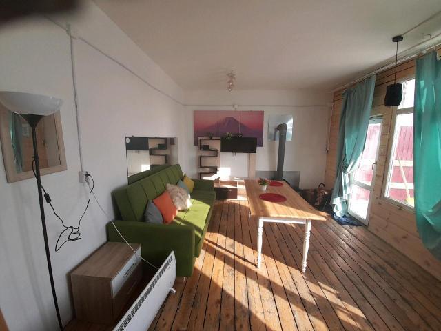 Сдаем уютный домик на Сопке любви с видом на город. Бронирование по телефону 89963156508