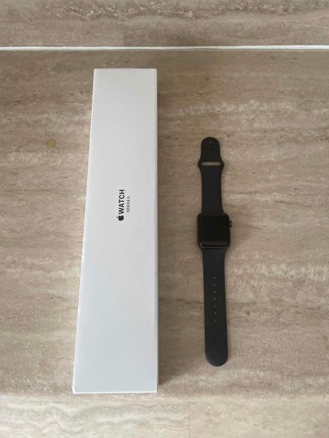 Продаю часы в идеальном состоянии, практически не пользовались, купили в феврале 2021года, чек, коробка, все есть