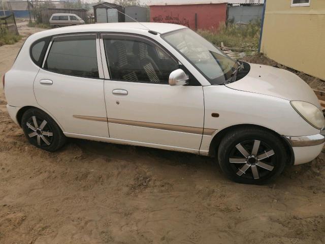 Toyota Duet 2000