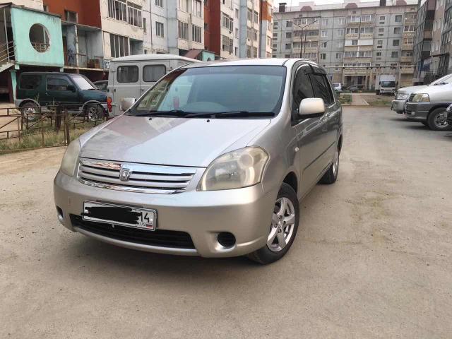 Toyota Raum 2005