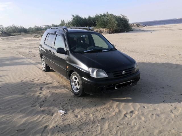 Toyota Raum 1998