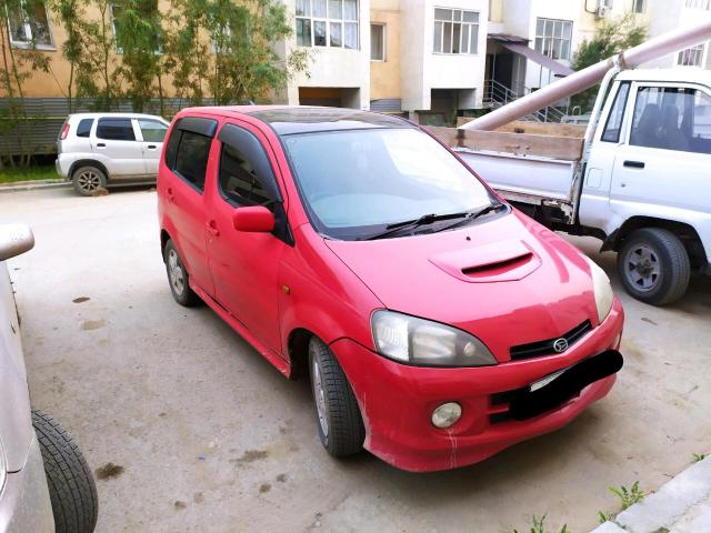 Daihatsu YRV 2001