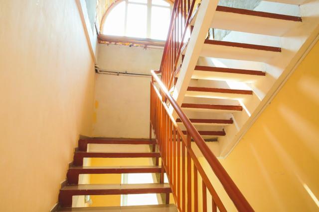 Сдается на 3 этаже площадь, около 400 кв.м. Требуется косметический ремонт. Условия индививидуальные. Цена от 350 р за кв.м.