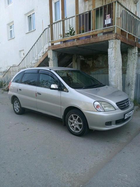 Toyota Nadia 2000