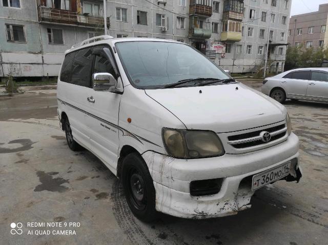 Toyota Town Ace Noah 2000