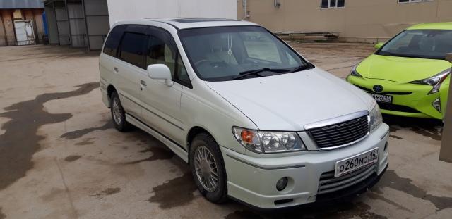 Nissan Presage 2000