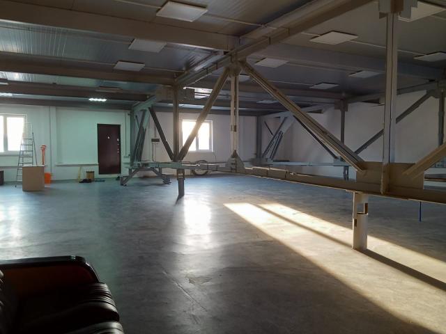Сдается нежилое помещение на 250 км.м  на втором этаже . В районе зала борьбы. Аренда помещения под склад, интернет магазин, офис итд.