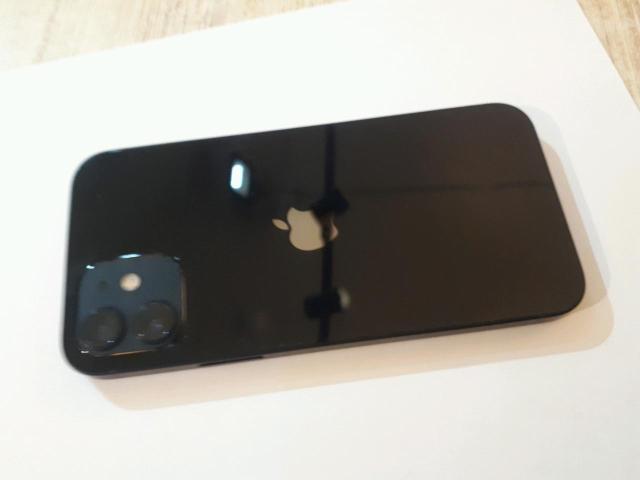 iPhone 12 128гб все работает, экран целый. Из комплектации зарядник. ( айклауда выйду при вас)цена в эти дни торга нет