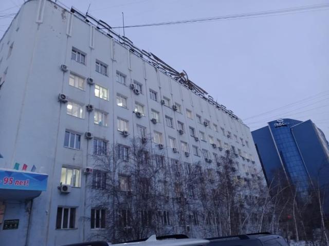 сдаются кабинеты ул.Орджоникидзе,10 на 5-м этаже по адресу г.Якутск, ул.Орджоникидзе,10 ; площадь первого каб. =33,2 кв.м. ; второй каб. =42,3 кв.м. состоит из двух комнат : 21,2 кв.м и 21,1 кв.м ; цена за кв.м.1190 рубл.