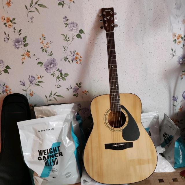 Гитара новая Ямаха F310 5/5 состояние идеал.. звук хороший. Есть зимний чехол и лямка новая для гитары. (За отдельную плату)