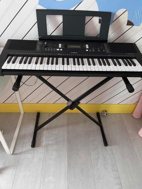 Продаю синтезатор YAMAHA PSR-E363. Состояние 10 из 10. Практически не использовался. Yamaha PSR-E363 это многофункциональный домашний синтезатор от знаменитого японского производителя, с авто аккомпанементом, 61 клавиша, 48 полифония, 574 тебра, 165 стилей. Портативный синтезатор с отличным звучанием, богатым функционалом и динамической клавиатурой.