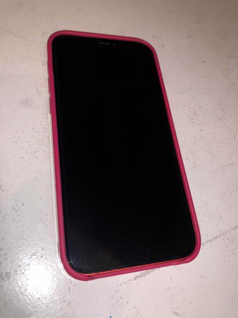 Продаю айфон 12 red на 128 гб, на гарантии,  с документами, чек имеется, идеал, броне пленка, чехол, наушники, зарядник все оригинал, все работает, батарея 100%. Торг при осмотре