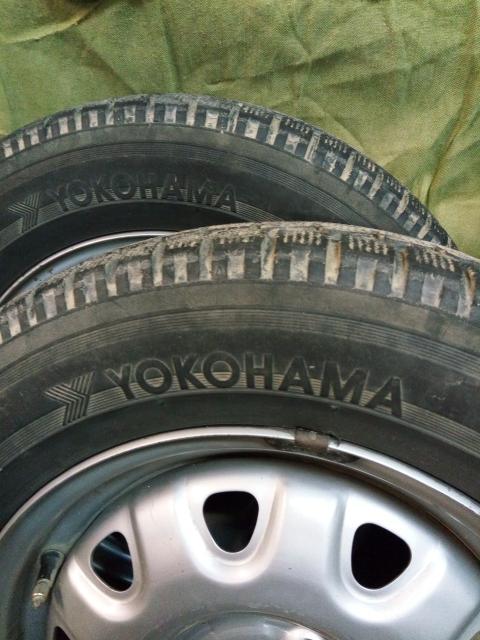 пара 165/70 R14 продаю японские шины Yokohama с износом без грыж и порезов, цена за пару, стоя́т на дисках, безкамерки, накачаны, шинка рядом круглосуточно, диски сниму.