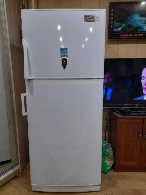 Продам хороший надёжный вместительный холодильник ! Объём 346л. Размеры 70х171х67 Все отлично работает и морозит 👍 Чистый не вонючий. Есть не большие нюансы, ни чего критичного 👌