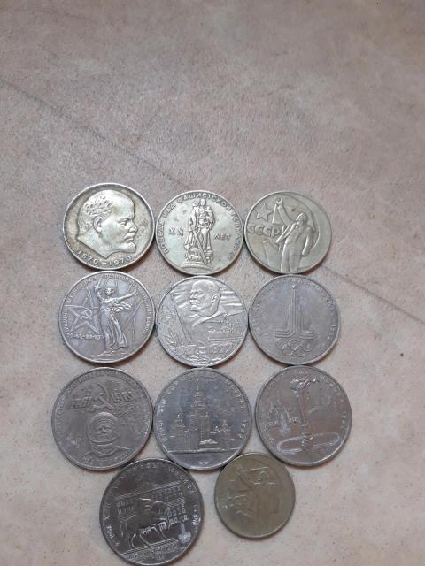 Продаю монеты рубли и один 50коп