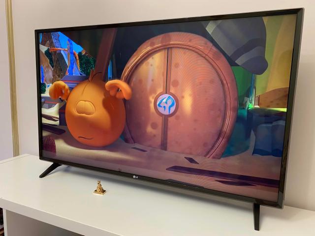 Продается телевизор LG😍Покупали всего лишь полгода назад, состояние идеал😍😍😍Диагональ 112 см, smart tv, wifi, full hd, защита от детей
