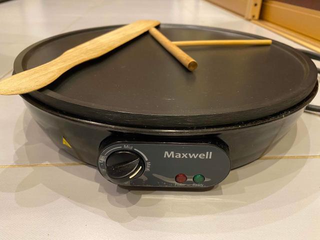 Электрическая блинника Maxwell , состояние почти новая, б/у, в комплекте лопатка и выравниватель для теста