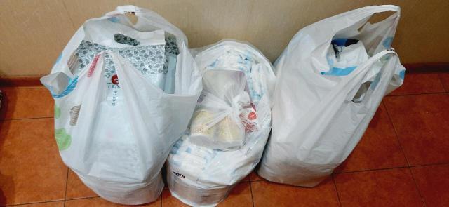 Продаю памперсы для взрослых разных фирм-69 шт, одноразовые пелёнки-59 шт, эластичные бинты-4 шт, защитный крем для кожи-1 шт. Продаю всё вместе за 2000 руб. Некоторые упаковки открыты.