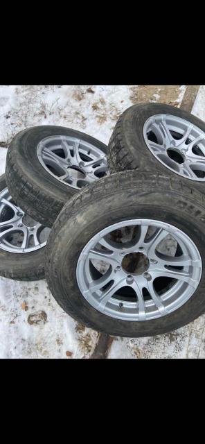 Продам 215/65/16 комплект  зимней резины на литье. Очень хорошее состояние, Резина 2016г Bridgestone