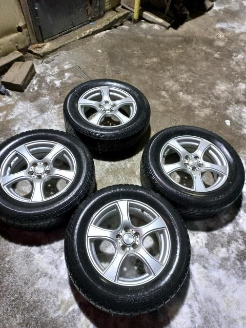 Продам колеса в сборе 5×100 японское литье, бескамерки резина бриджстоун, порезов ремонтов нет липучка жирная не стертая 205/65/16