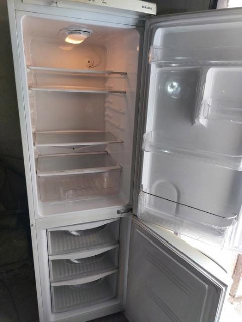 Двухкамерный, рабочий холодильник SAMSUNG