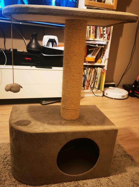 Продаю домик для кошки, 2 этажа, с когтеточкой. ОТЛИЧНОЕ СОСТОЯНИЕ