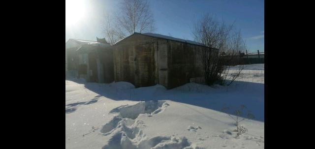 Продаю гараж железный, утеплённый полистеролом. 6х3.5м, высота ворот 2м. Находится в мархе, торг. Писать  whatsapp 89245955952