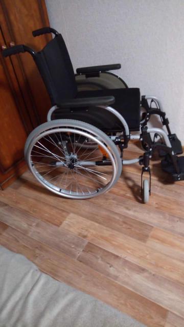 Продаю инвалидную коляску с двумя подножками в отличном состоянии