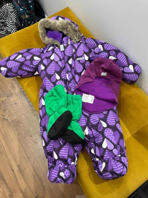 Продам комплект зимней одежды. Подойдёт для деток родившихся весной, летом. Комбинезон зимний утеплённый Kerry zoo, размер 74 (+6), утеплитель 330 г, на  зоне туловища внутренняя флисовая подкладка, на зоне ручек, ножек - полиэстер, чтобы легко надевать на ребёнка; шлем lassie с утеплителем, подкладка хлопок; утеплённые пинетки reima. Все вместе 5000₽ (купили примерно за 12000₽). Состояние идеальное, 10/10.